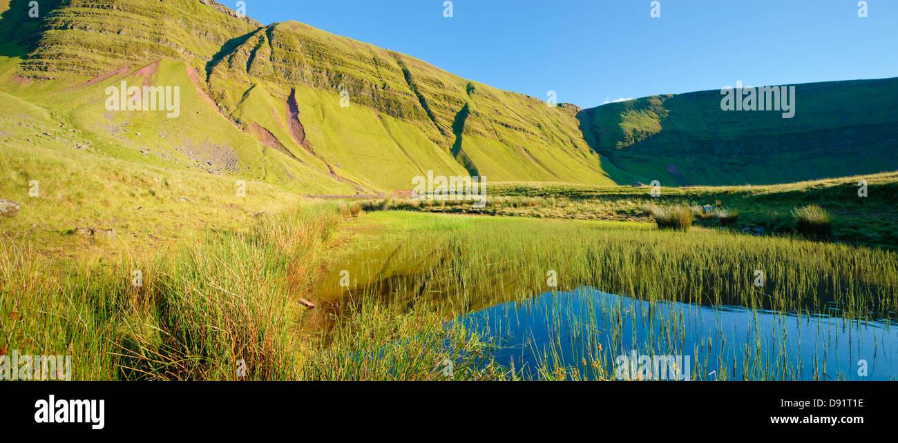 Llyn y ventola Llanddeusant Fach (Y Mynydd Du) Montagna Nera Parco Nazionale di Brecon Beacons Carmarthenshire Galles Immagini Stock