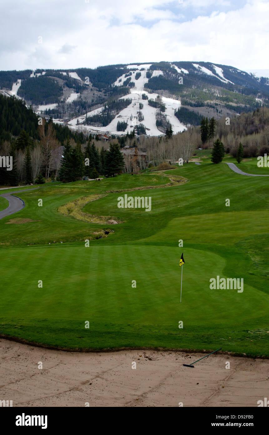 La combinazione di due sport da diverse stagioni, un turista può giocare a golf in Beaver Creek Golf nello Immagini Stock