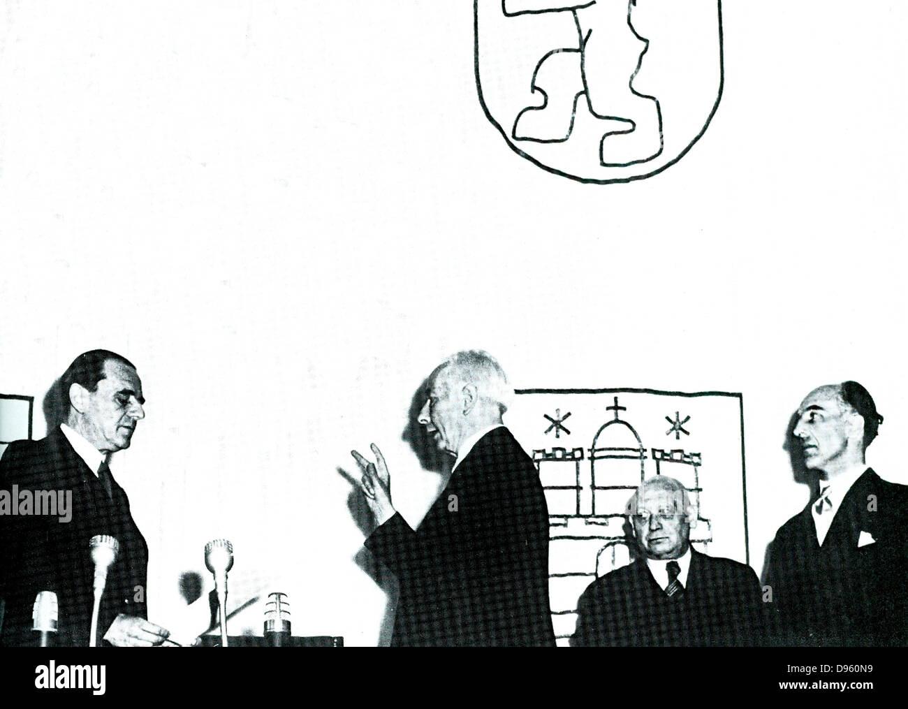 Theodor Heuss (1884-1963) prestato giuramento come Presidente della Repubblica federale di Germania, 1949-1959. Immagini Stock