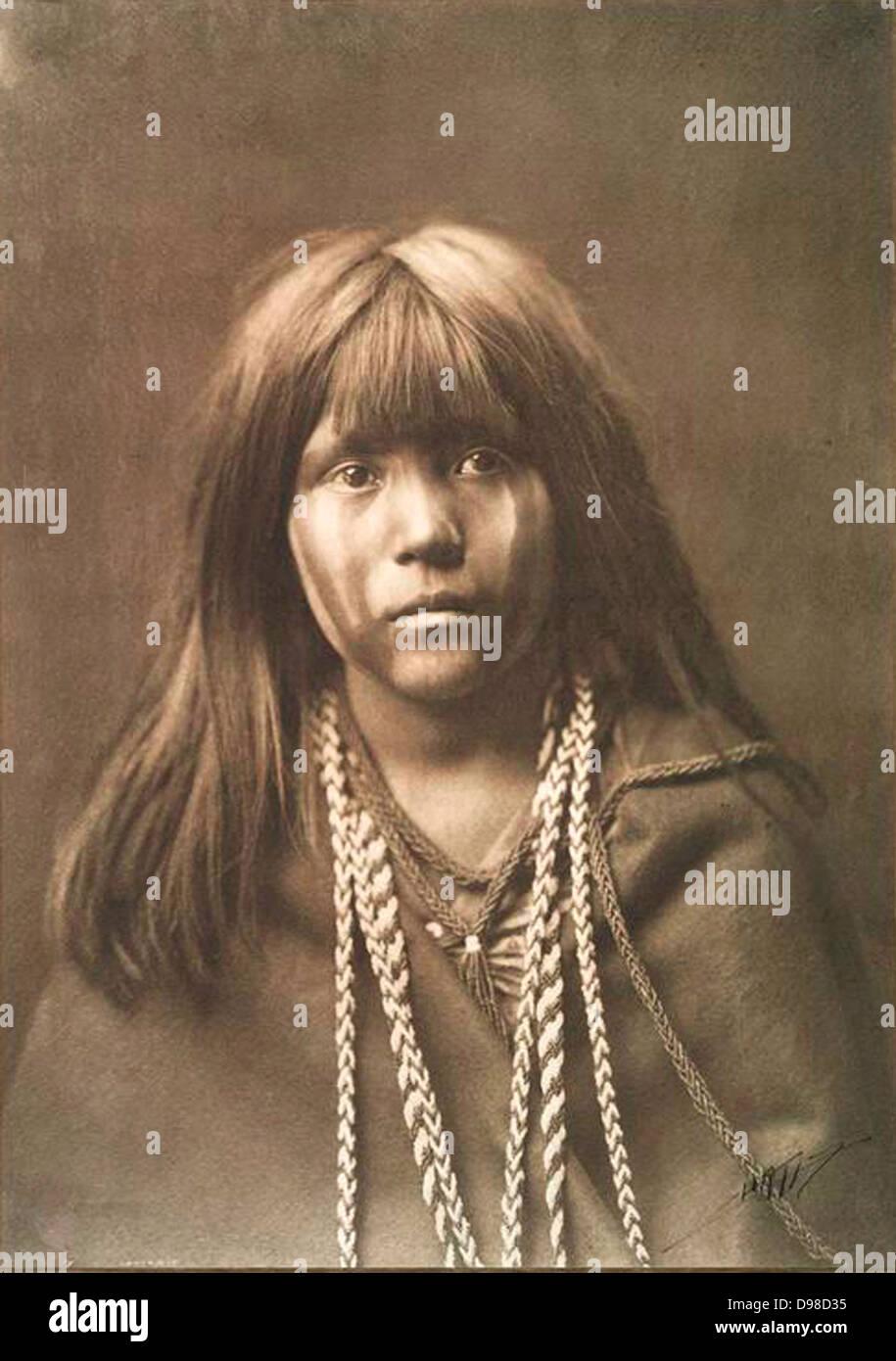 Nativi americani ragazza indiana. Fotografia di Edward Curtis (1868-1952). Foto Stock