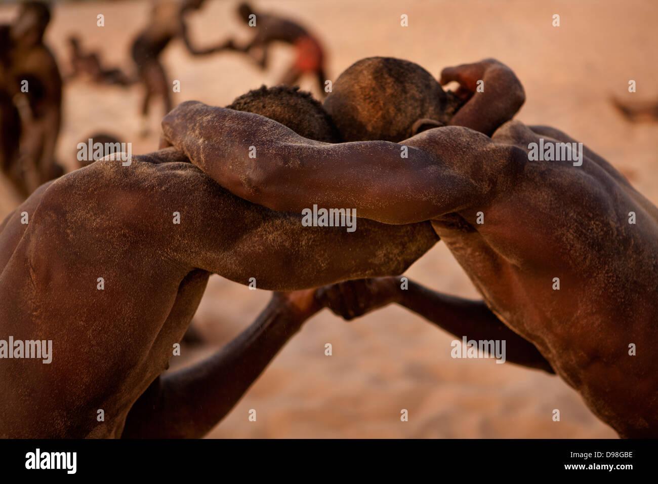 Senegalese di wrestling tradizionale, Dionewar Senegal Immagini Stock