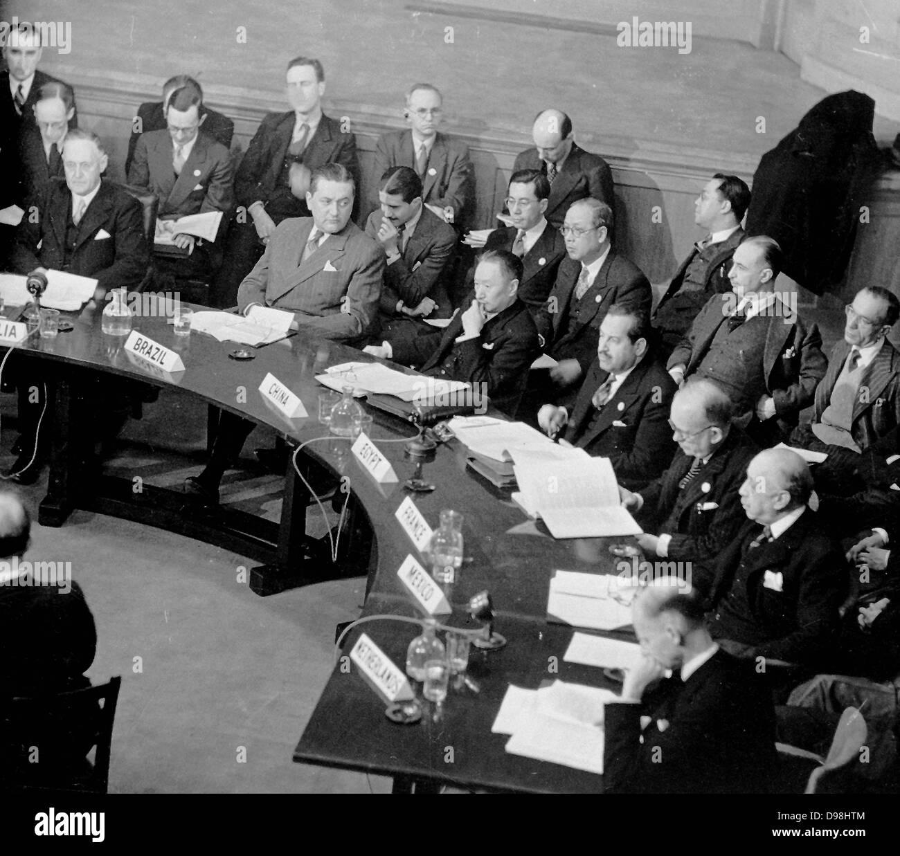 4f1220f082 La prima sessione dell' Assemblea generale delle Nazioni Unite ha aperto il  10 gennaio 1946 presso il Central Hall di Londra, Regno Unito.
