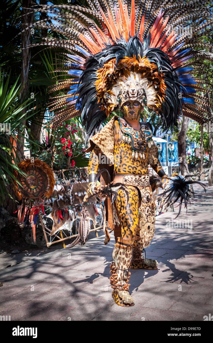 Il guerriero Maya in costume tradizionale Immagini Stock