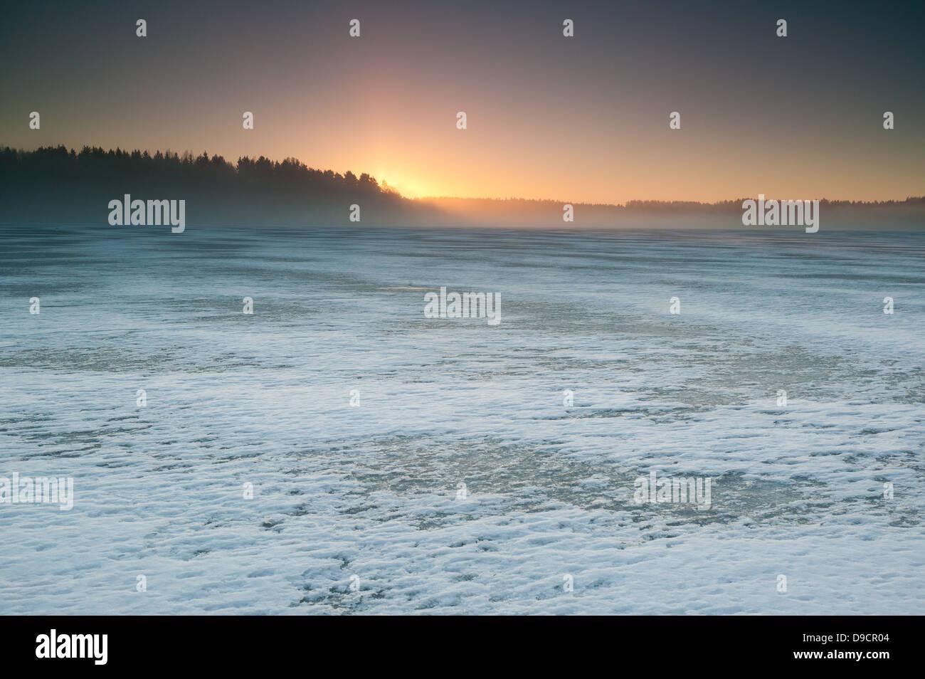 Inverno mattina a Vanemfjorden nel lago Vansjø, Østfold fylke, Norvegia. Immagini Stock