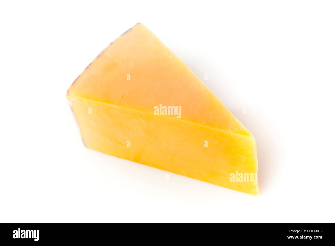 Colore giallo tradizionale formaggio Cheddar su uno sfondo Immagini Stock