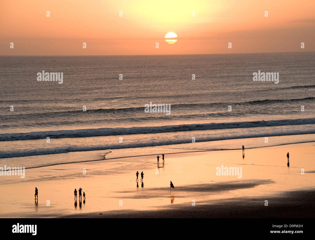 La spiaggia di Kuta Beach, Bali, Indonesia, sud-est asiatico Foto Stock