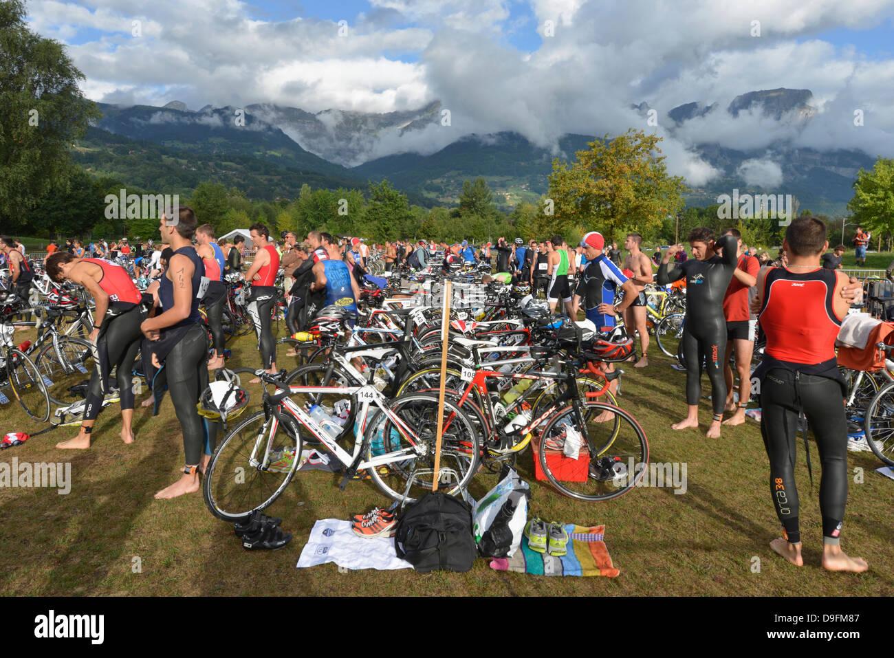 Stazione di Cambio, Passy Triathlon, Passy, Haute-Savoie, sulle Alpi francesi, Francia Immagini Stock