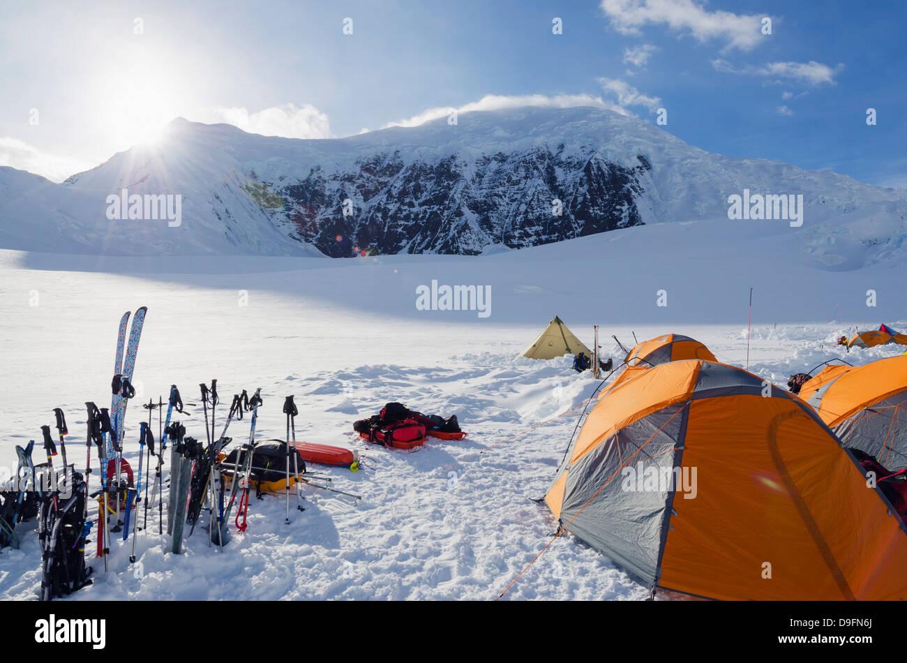 Camp 1, escursione di alpinismo sul Monte McKinley, 6194m, Parco Nazionale di Denali, Alaska, STATI UNITI D'AMERICA Immagini Stock