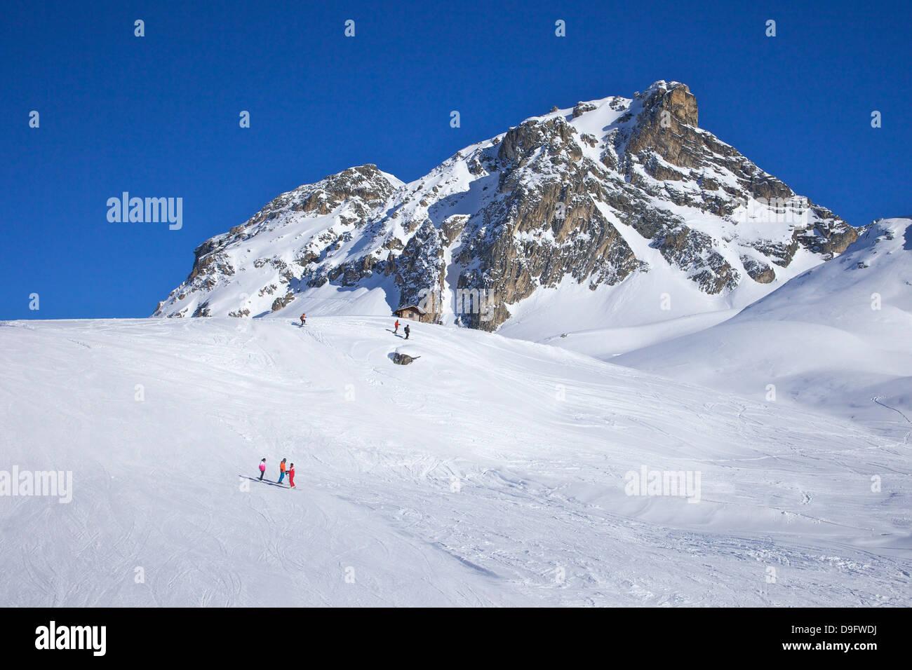 Le Serac piste blu, sole invernale, Champagny, La Plagne, sulle Alpi francesi, Francia Immagini Stock