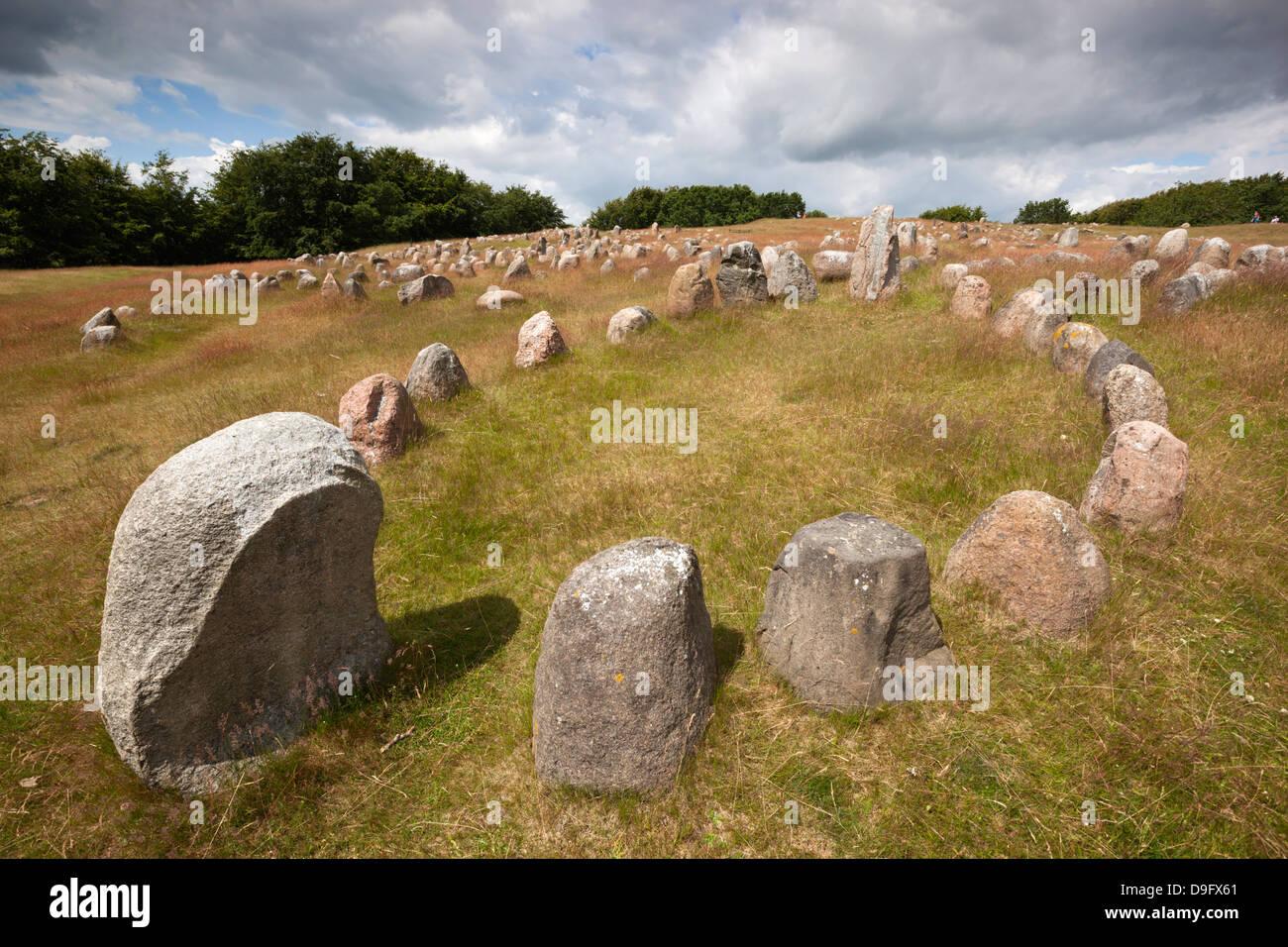 Viking sepoltura con pietre collocate in forma ovale di una nave vichinga, Lindholm Hoje, Aalborg, nello Jutland, Immagini Stock