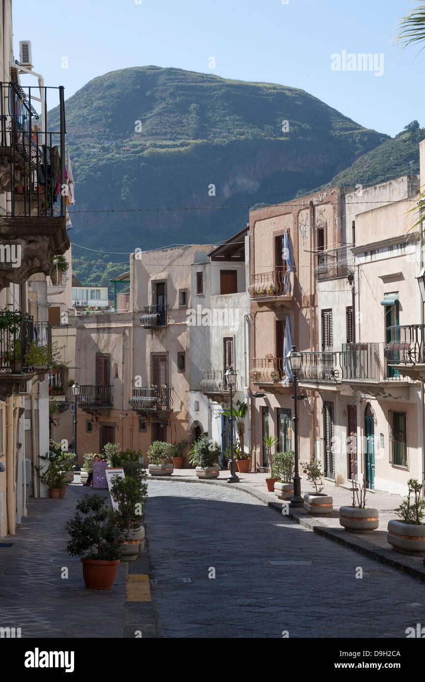 Strade e vicoli di Lipari, Isole Eolie, Italia Immagini Stock