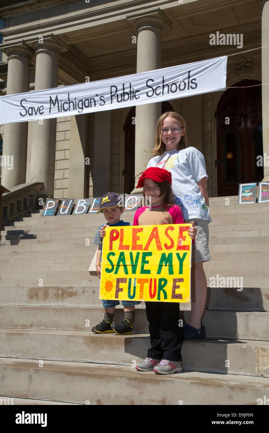 Rally per salvare le scuole pubbliche Foto Stock