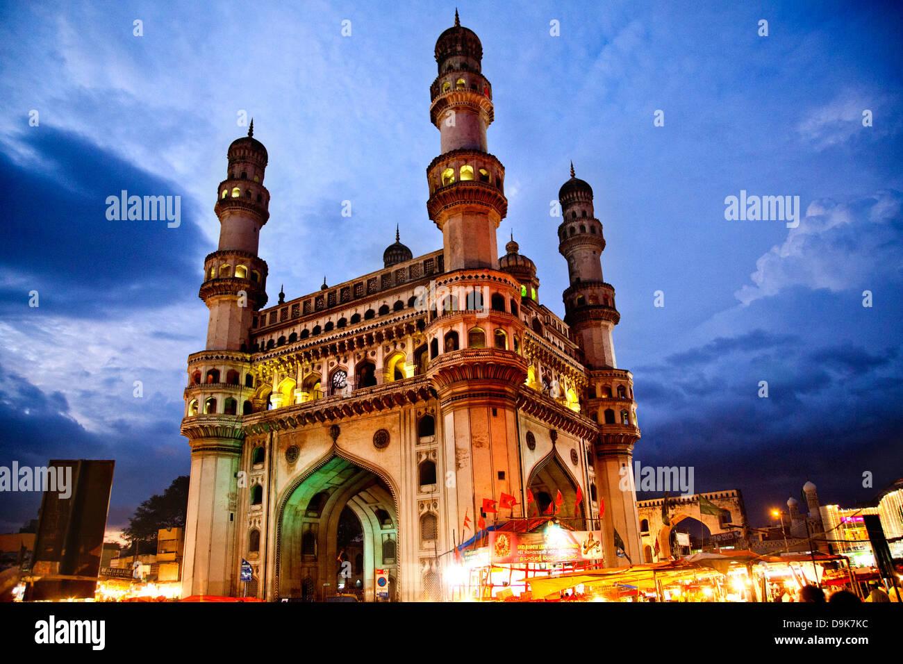 Basso angolo di vista Charminar, Hyderabad, Andhra Pradesh, India Immagini Stock