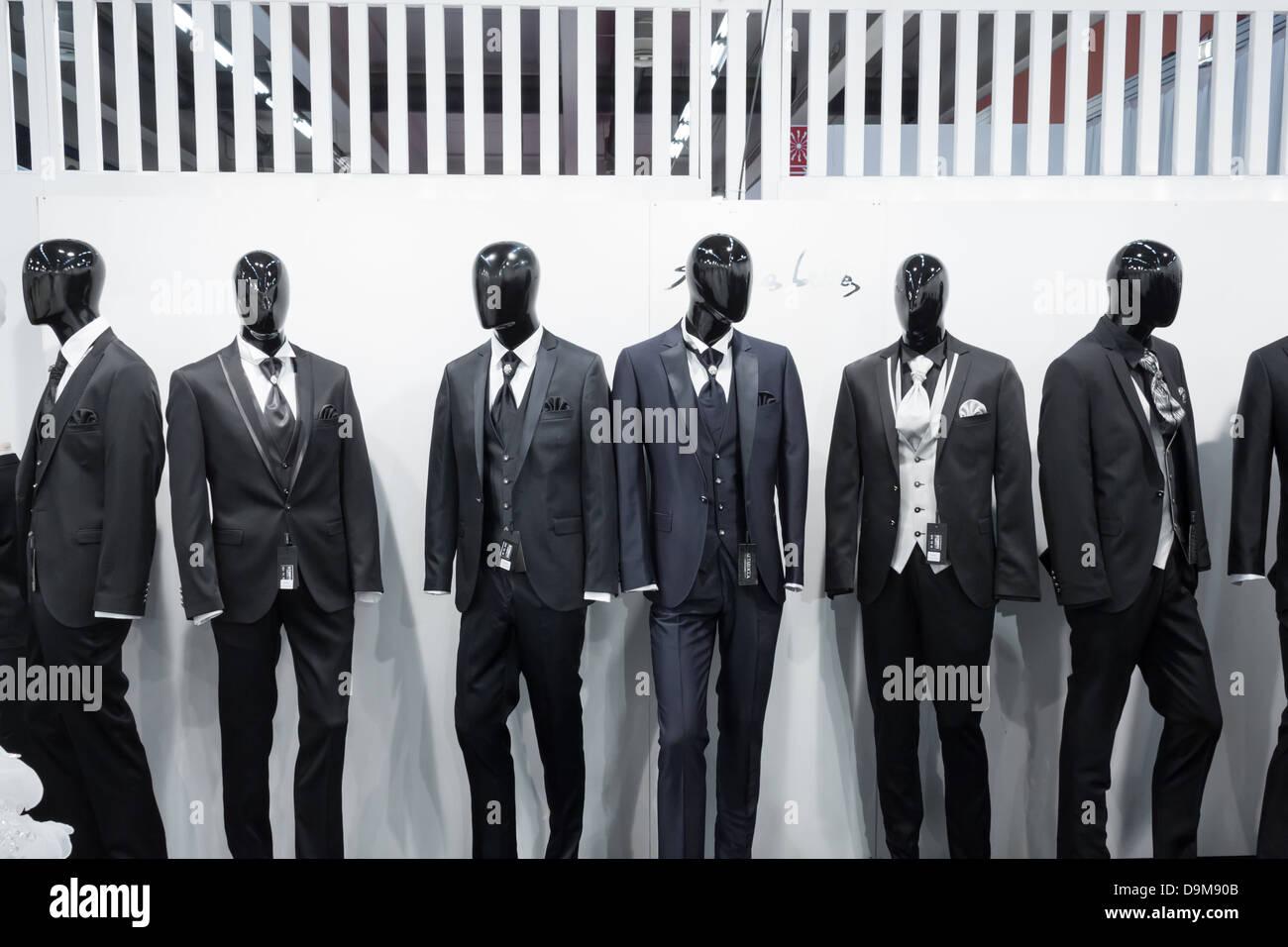 Milano, Italia - 21 Giugno 2013: la gente visita SposaItalia, Salone internazionale della sposa e usura formale Immagini Stock