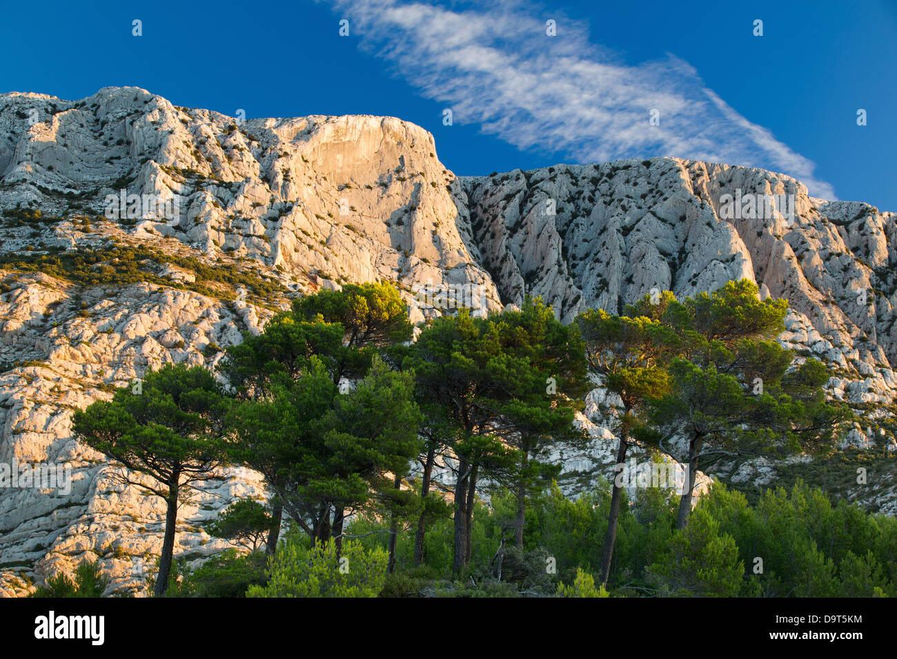 Montagne Ste Victoire all'alba, Var, Provenza, Francia Immagini Stock