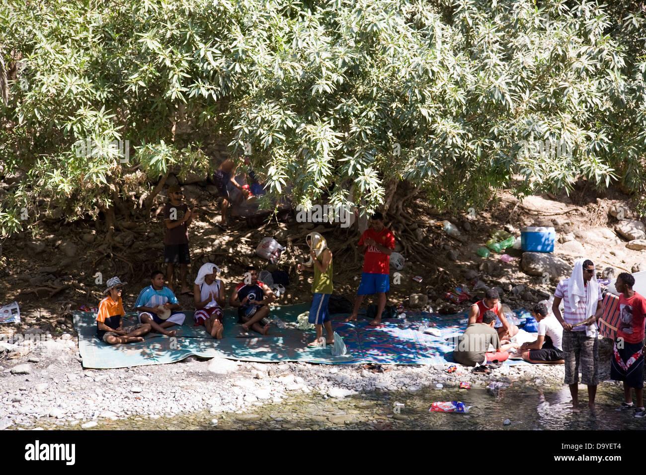 In un momento di relax a molle Ath-Thowra, Nakhal, Oman Immagini Stock
