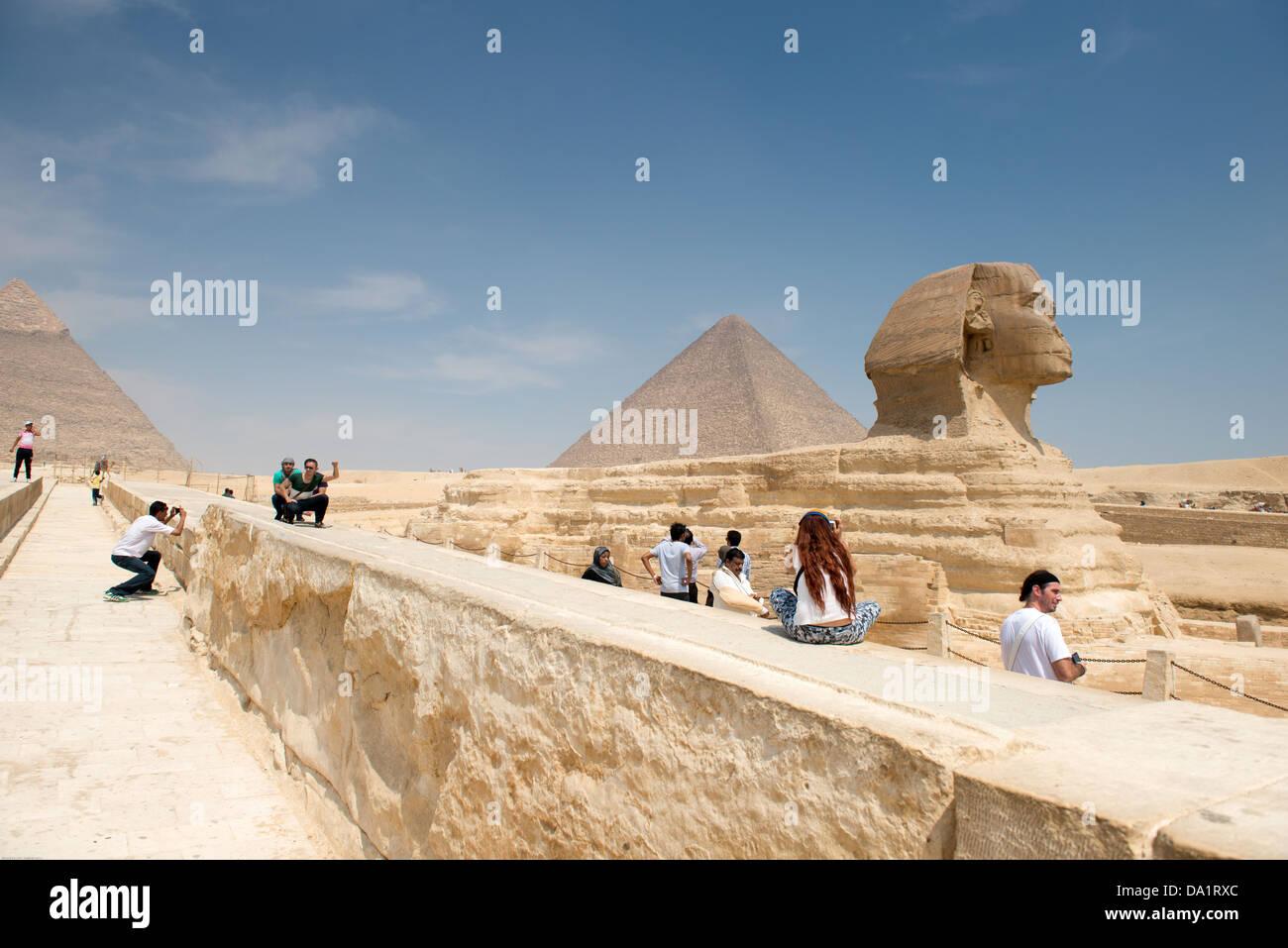 Famosa antica statua della Sfinge di Giza in Egitto. Ogni giorno la folla di turisti vanno a vedere la Sfinge di Immagini Stock