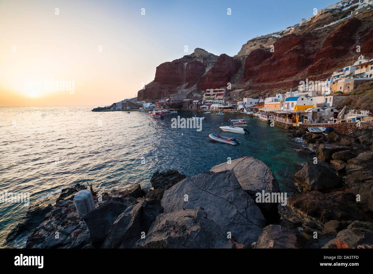 Tramonto a Baia di Ammoudi Oia Santorini Grecia Immagini Stock