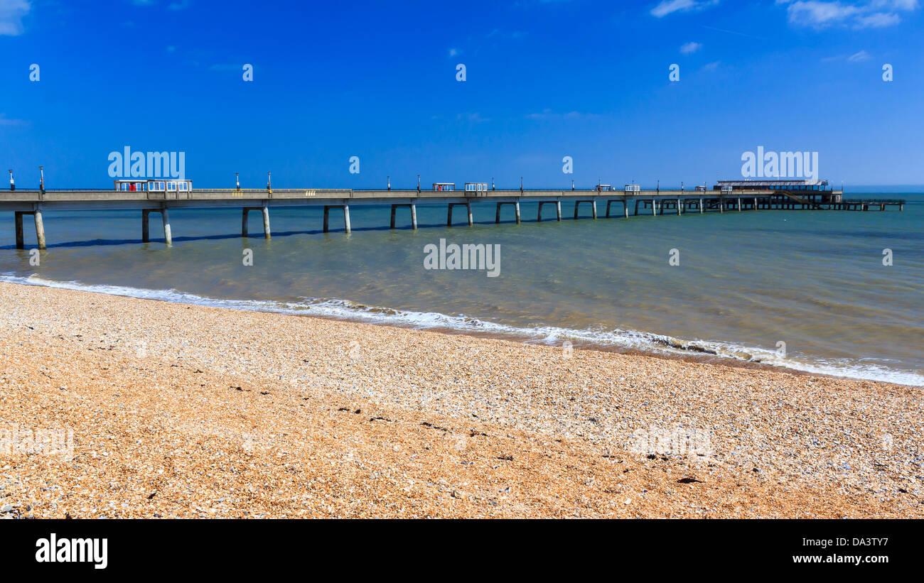Spiaggia di trattativa e Pier Kent England Regno Unito Immagini Stock