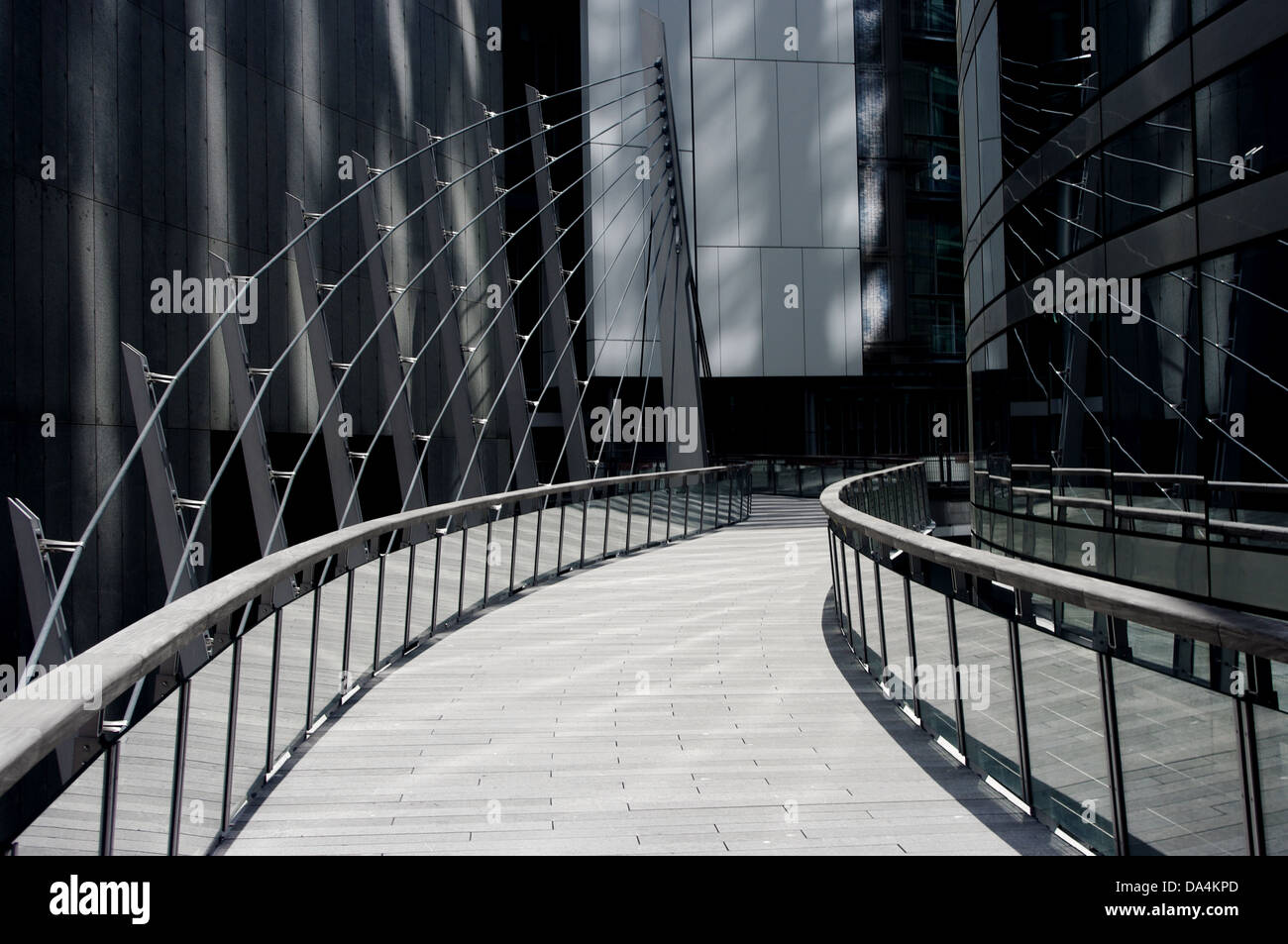 Percorso moderno attraverso il quartiere finanziario di Parigi Foto Stock
