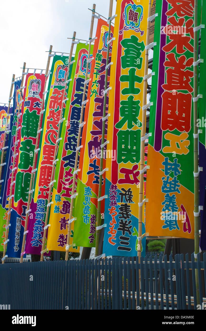 Giappone, Asia, Tokyo, Città, Ryogoku Kokugikan, Sumo, torneo, bandiere, colorato, famosa bandiera, sport, Immagini Stock