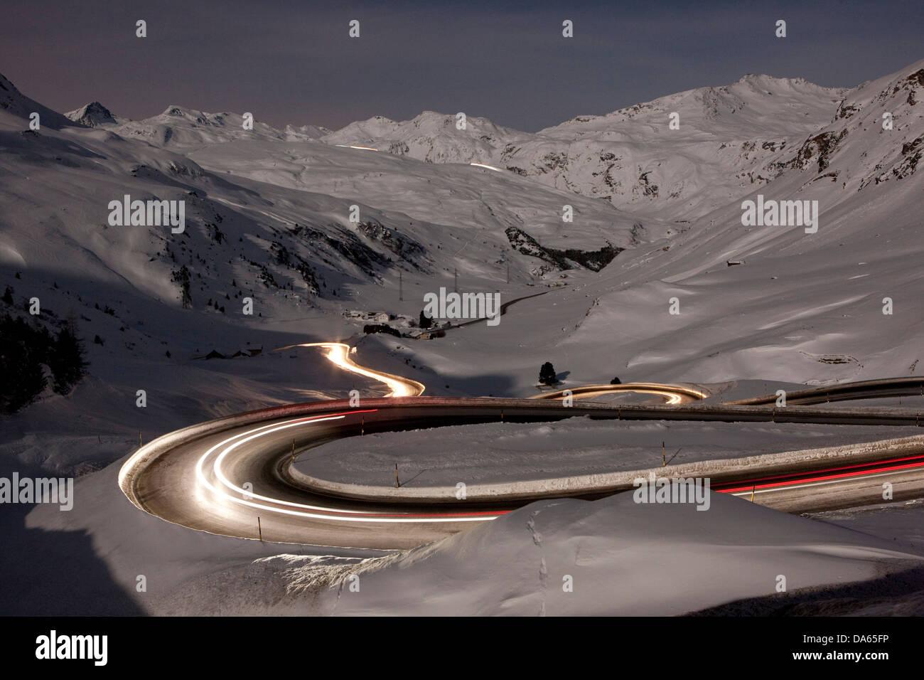 Julier, mountain pass, Pass, strada di notte, scuro, traffico, trasporti, Canton, GR, Grigioni, Grigioni, Svizzera, Immagini Stock