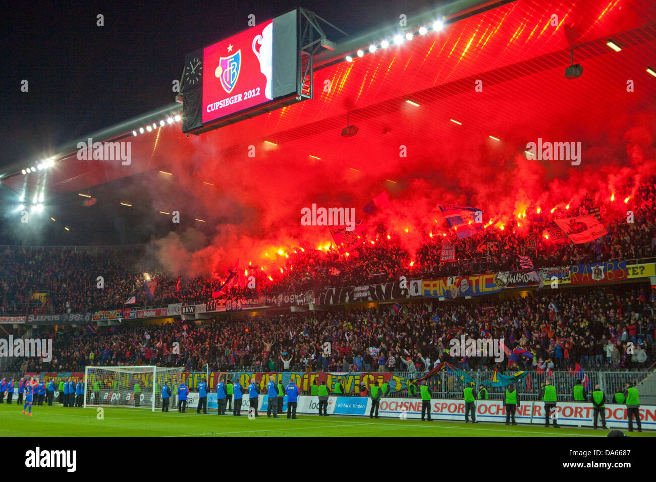 Fuochi d'artificio, Stade de Suisse, stadio Cup-finale, Canton Berna, disposizione, football, calcio, spettatore, Immagini Stock