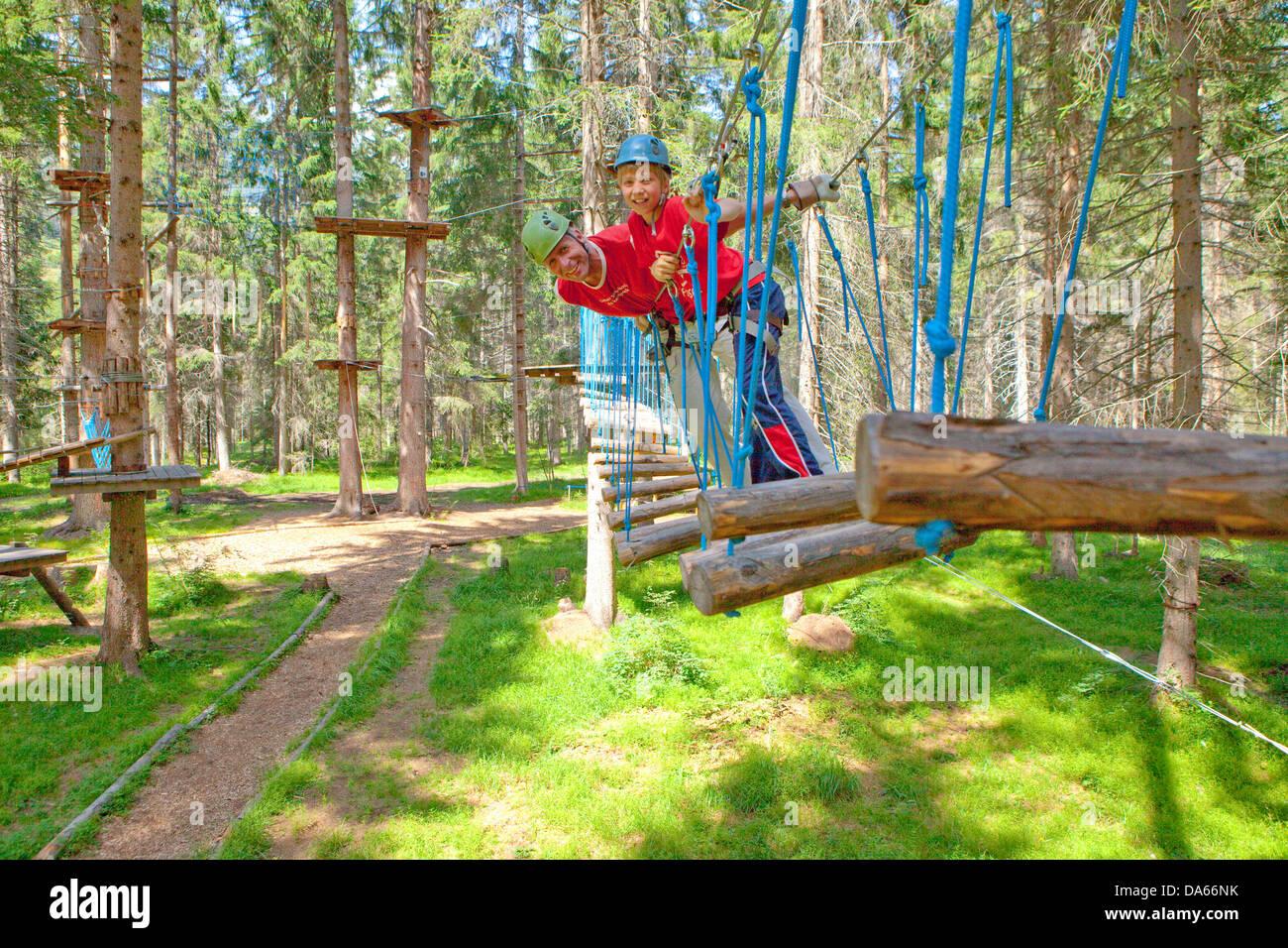 Corda park, estate sport, sport, tempo libero, divertimento, avventura, Canton, GR, Grigioni, Grigioni, arrampicata, Immagini Stock
