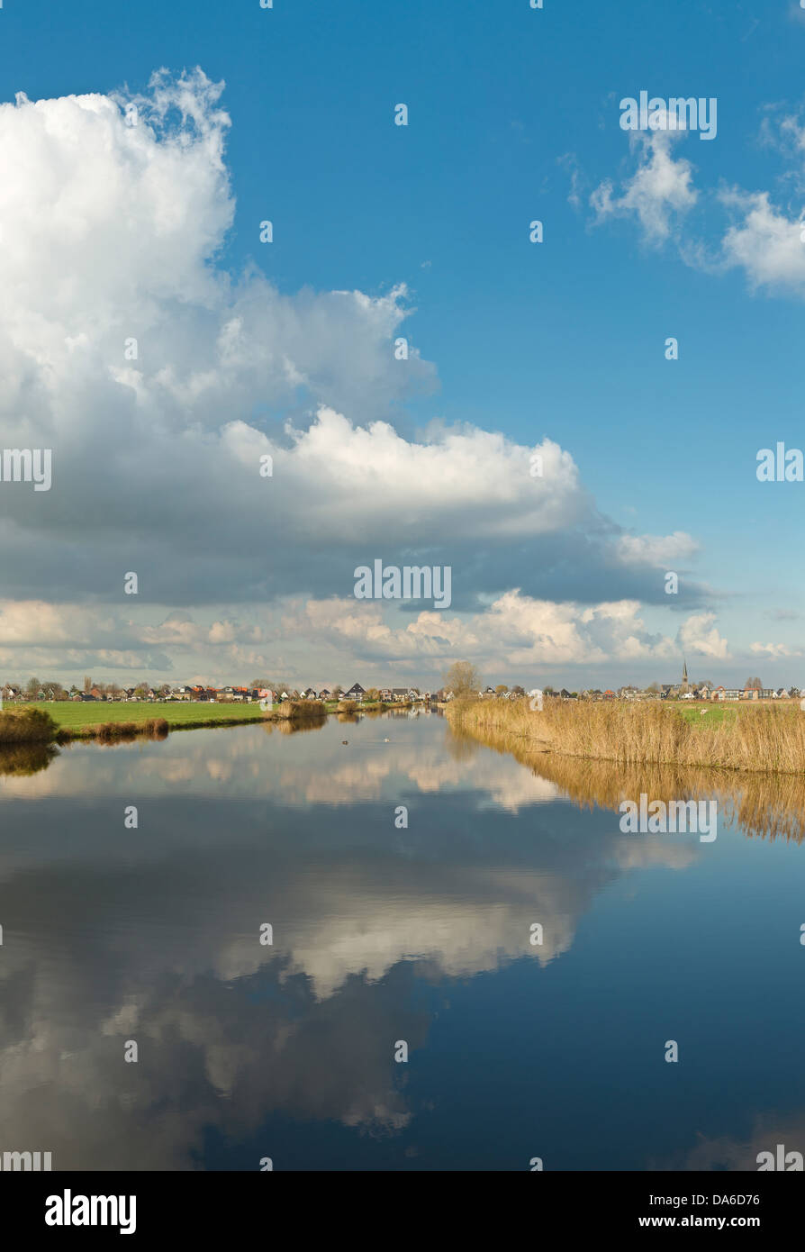 Holland, Paesi Bassi, Europa, Wormer, riflessioni, calma, acqua, paesaggio, acqua, inverno, nuvole, riflessioni, Immagini Stock