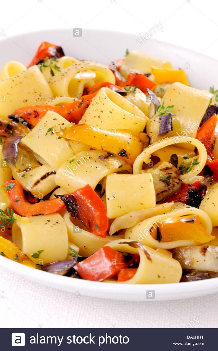 I peperoni e le cipolle pasta Immagini Stock