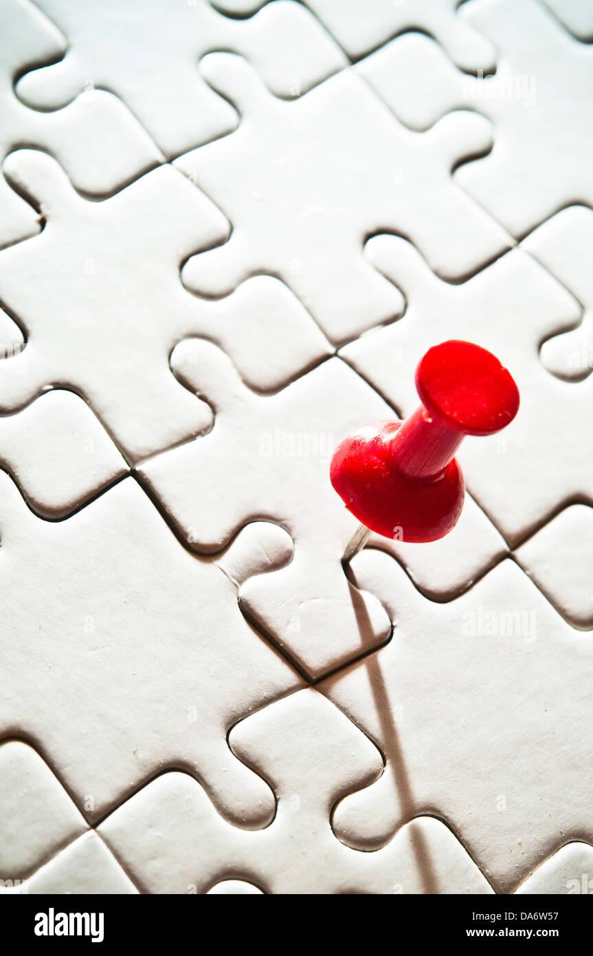 Perno rosso vuota di un puzzle Immagini Stock