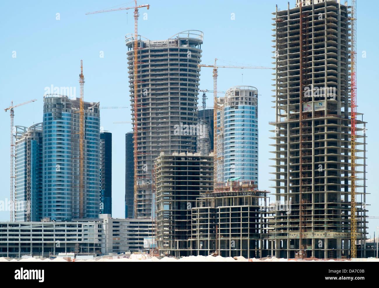 Molti alti edifici in costruzione su Al Reem Island nuovo quartiere residenziale e di affari di Abu Dhabi Emirati Immagini Stock