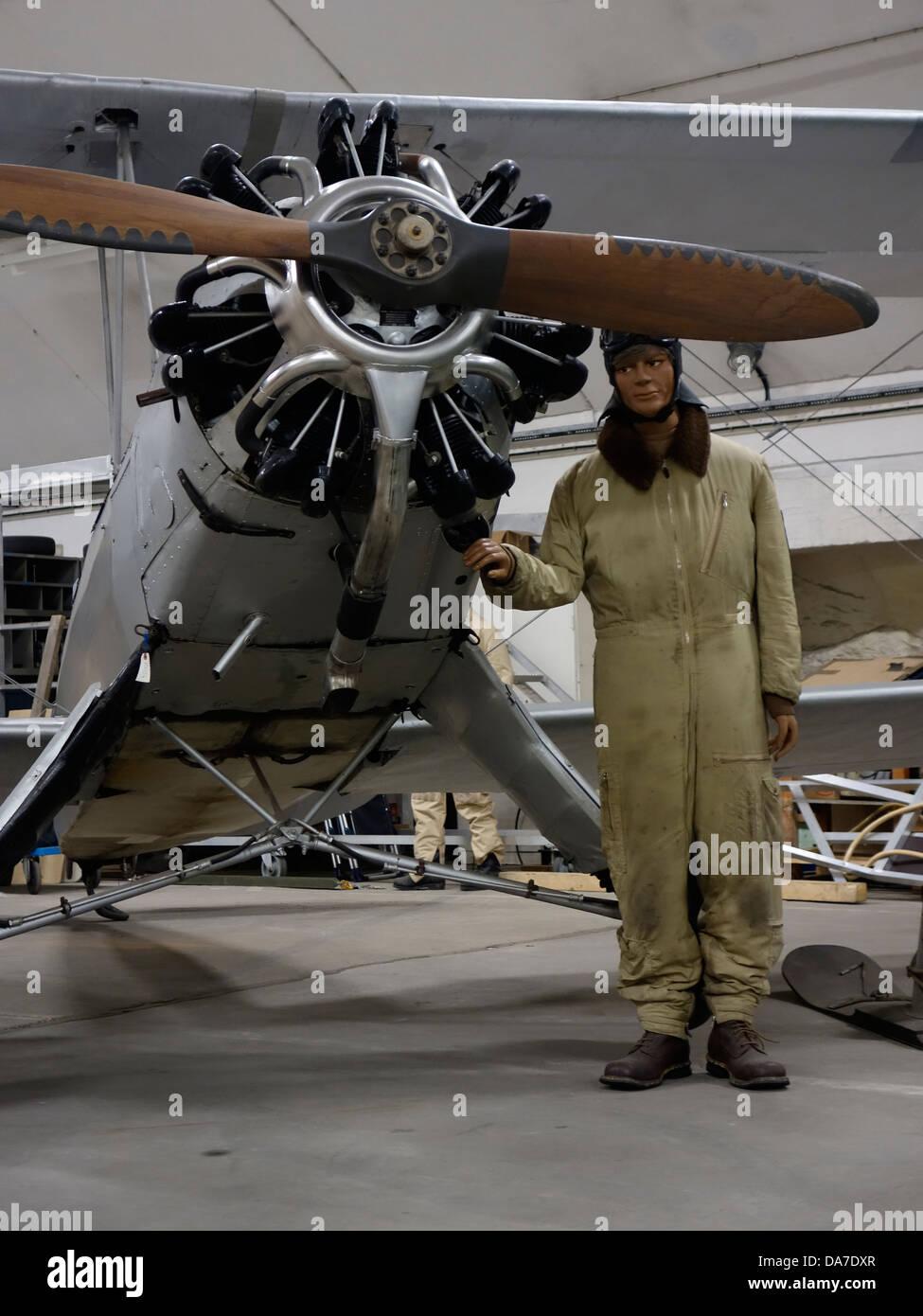 Modello fittizio aviatore e vecchio biplano tedesco macchina con Siemens-Halske Sh 14 motore radiale. Immagini Stock
