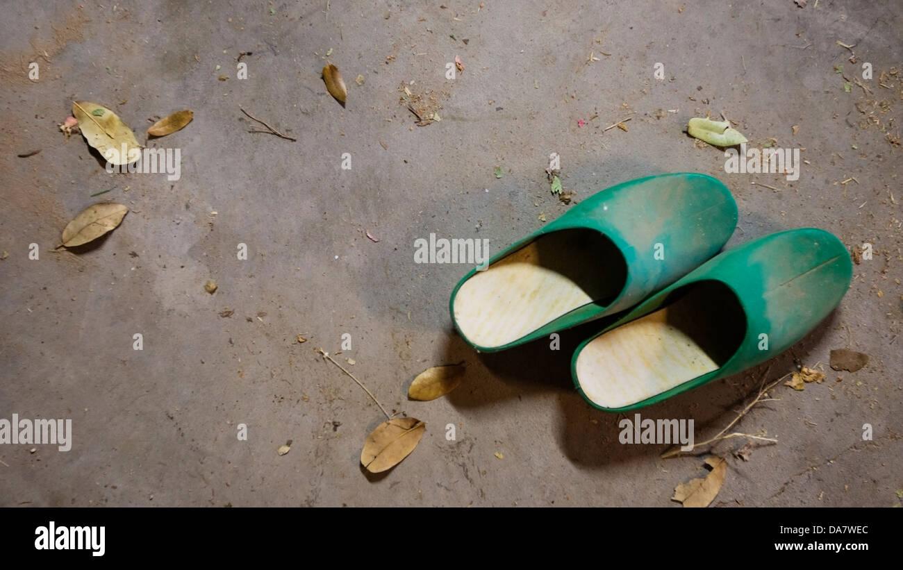 Coppia di zoccoli in plastica Immagini Stock