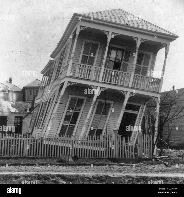 Galveston disastro, Texas: una leggermente ritorto house, Ottobre 1900 Immagini Stock