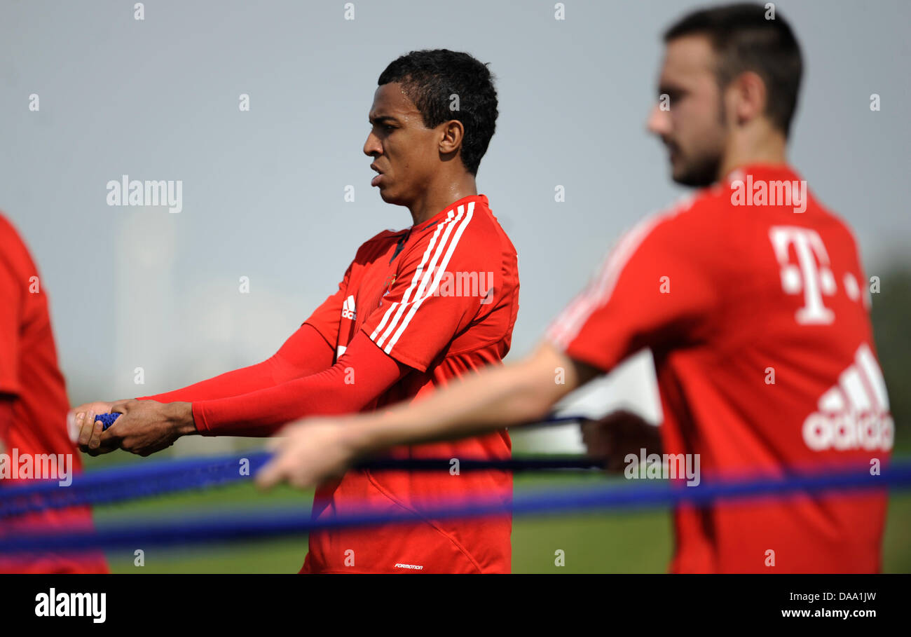 FC Bayern Monaco di Baviera nuovo arrivato Luiz Gustavo (L) e il compagno di squadra Diego Contento pratica presso Immagini Stock