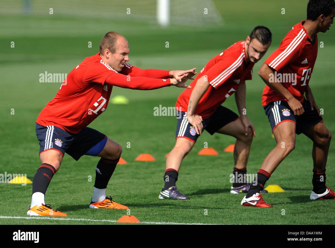 FC Bayern Monaco Arjen Robben (L-R), Diego contento e Luiz Gustavo pratica presso un campo di addestramento a Doha, Immagini Stock