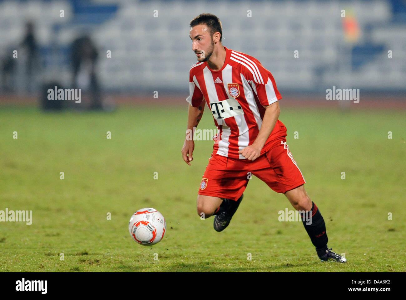 Monaco di Baviera Diego è contento controlla il pallone durante un test match contro Al-Wakrah in Al Khor, Immagini Stock