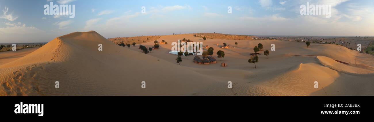 Deserto di sabbia e dune di sabbia, Khimsar, Thar, deserto, sunrise, lago, oasi, rifugi, capanna di paglia, tranquilla, Immagini Stock