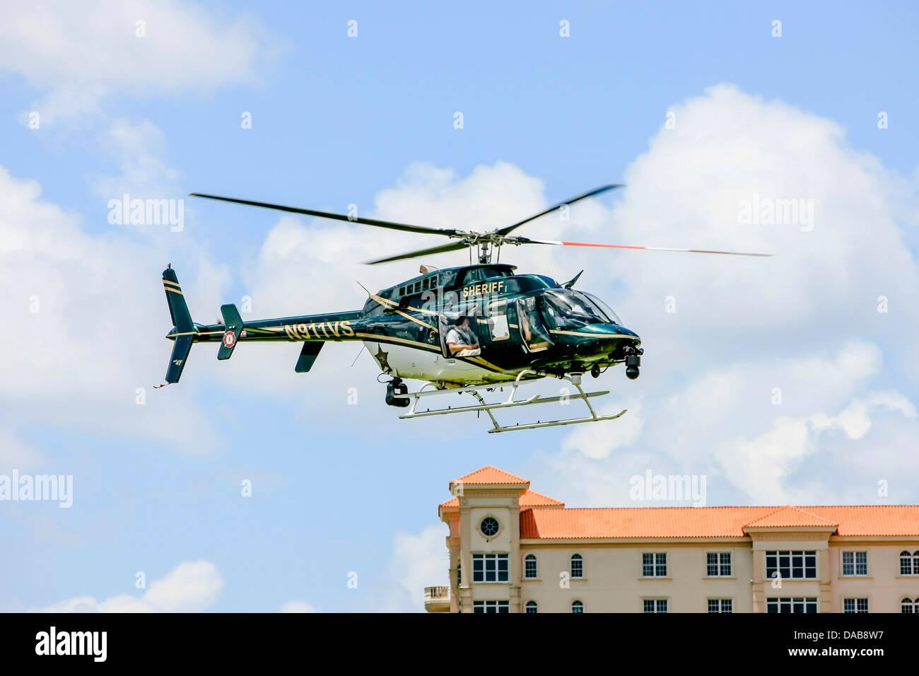 Elicottero Jet Ranger : La polizia di sarasota bell jet ranger elicottero rendendo una