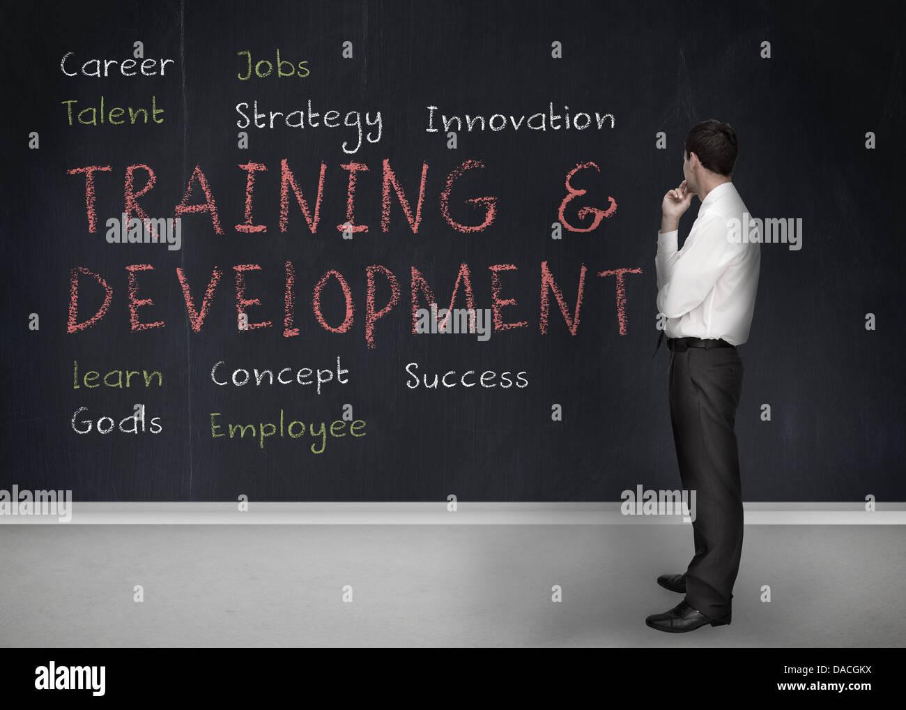 Formazione e sviluppo termini scritti su una lavagna Immagini Stock