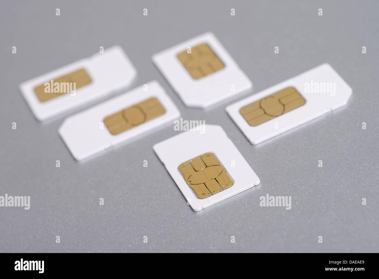 Cinque telefono cellulare full size carte SIM Immagini Stock