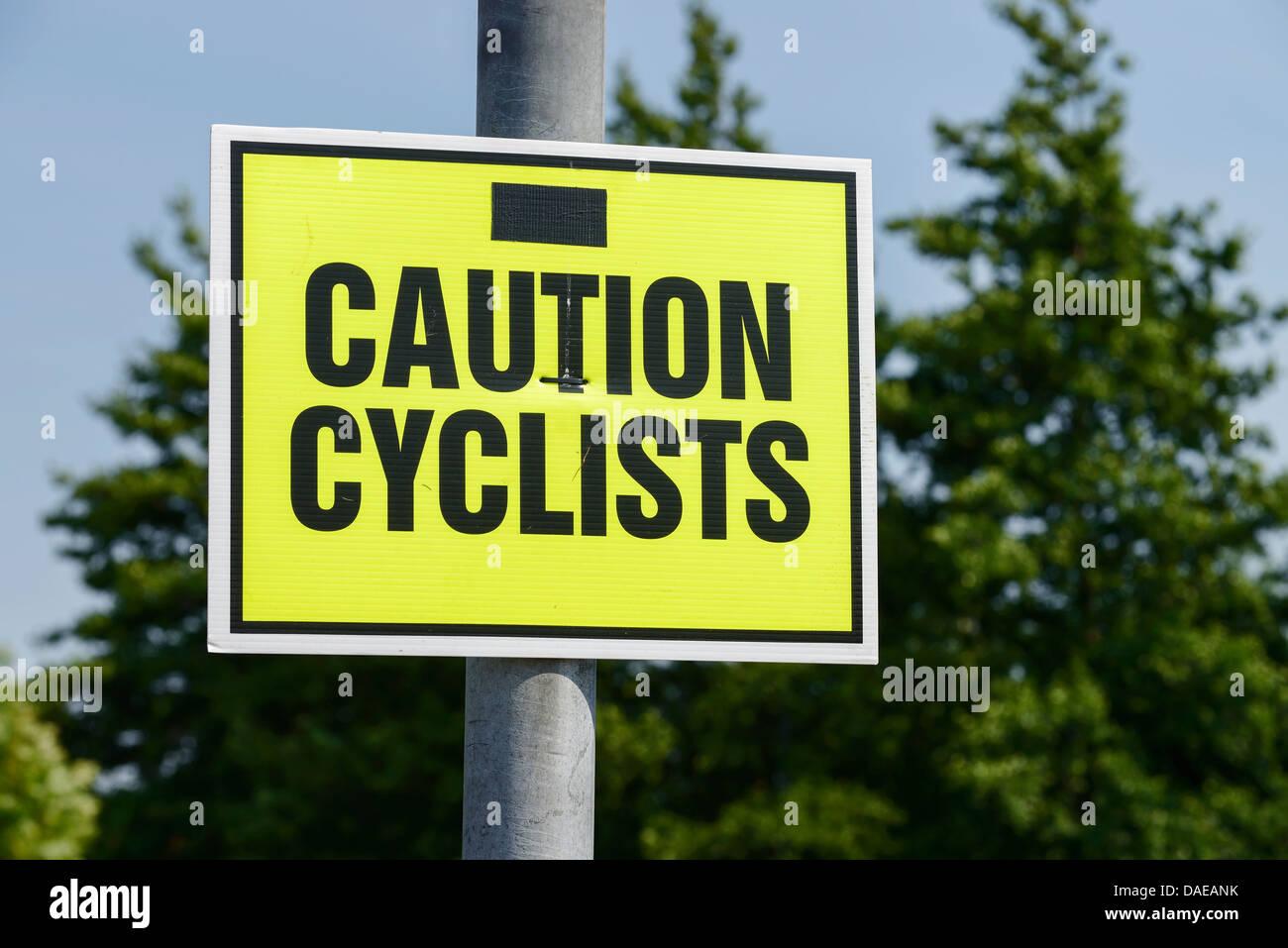 Attenzione ai ciclisti segno Immagini Stock