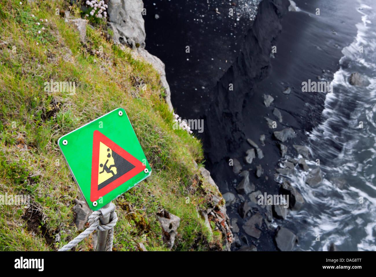 Segnaletica di pericolo - Caduta massi vicino a Dyrholaey, Sud dell'Islanda Foto Stock