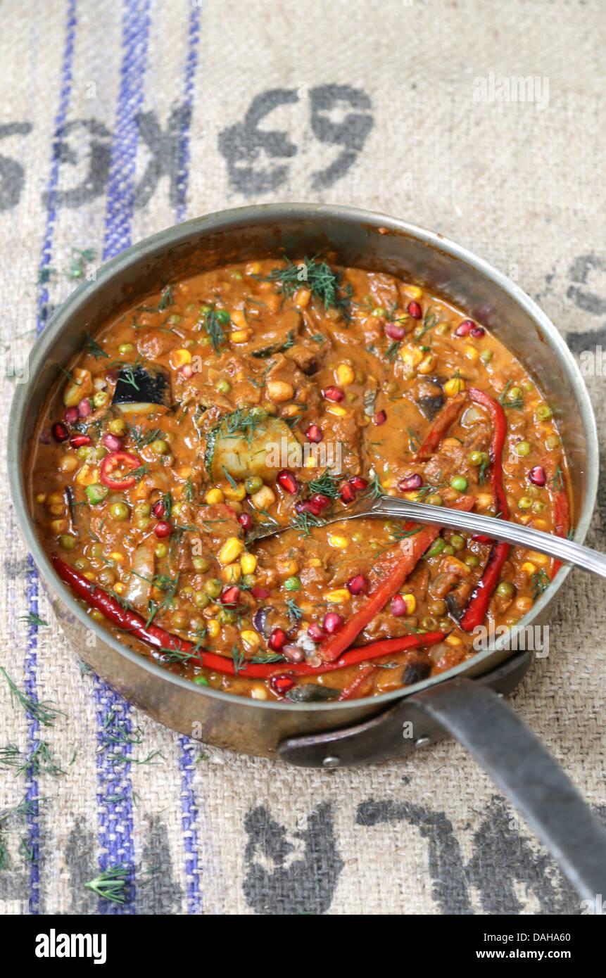 Pentola di curry piccante - messa a fuoco selettiva Immagini Stock