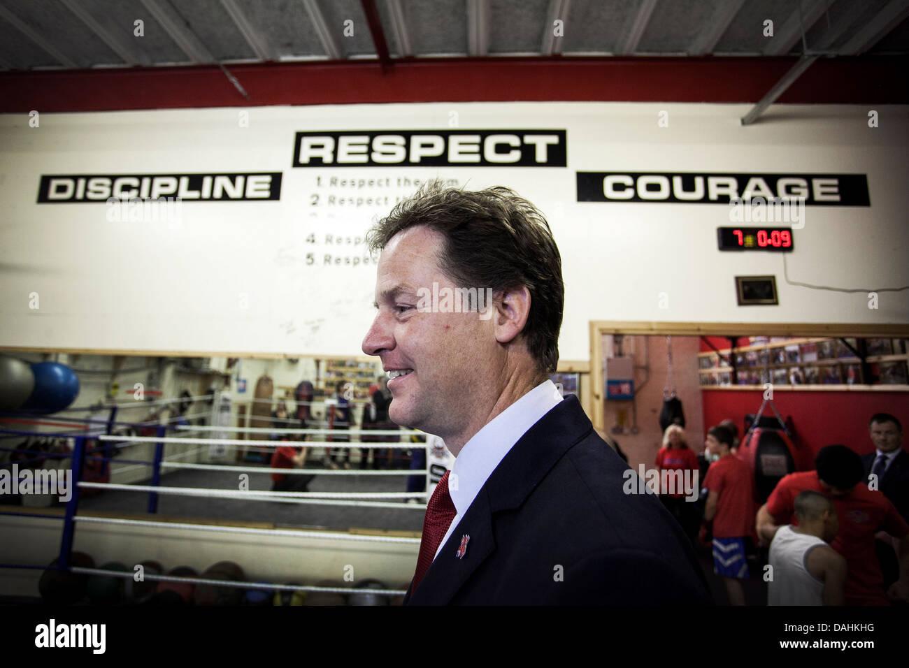 Nick Clegg rispetto il coraggio di segni di disciplina Immagini Stock