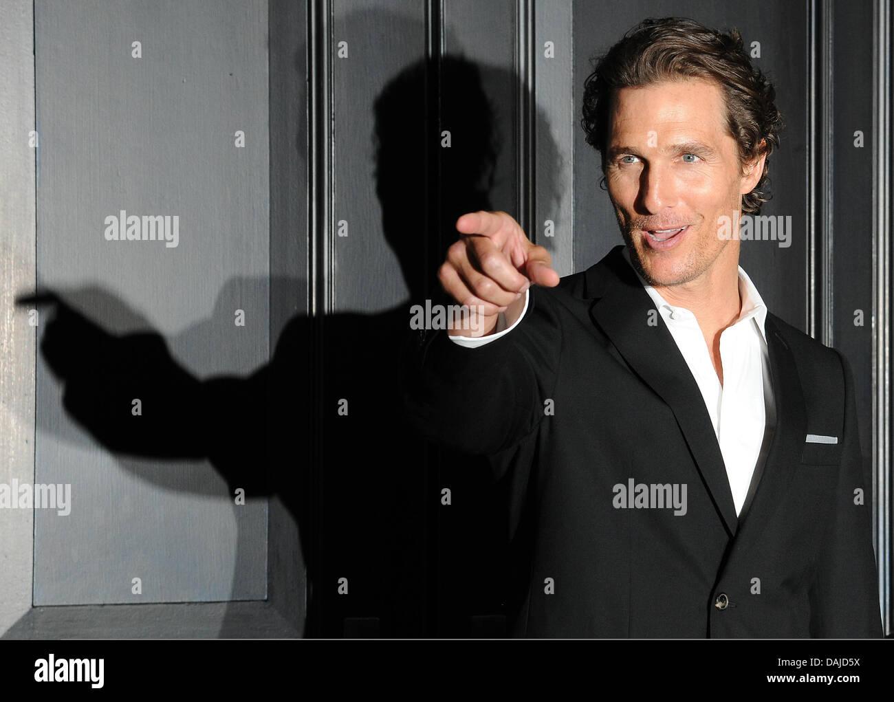 Attore Matthew McConaughey pone a un photocall del film 'L'avvocato Lincoln' nell'Hotel de Rome di Berlino, Germania, 6 aprile 2011. Il film arriva tedesco cinema il 23 giugno 2011. Foto: Jens Kalaene Foto Stock