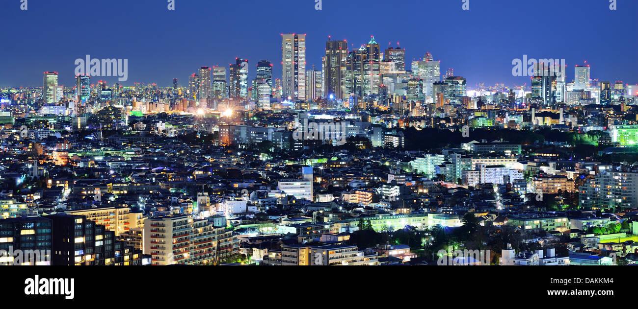Tokyo, Giappone Panorama guardando verso la stazione di Shinjuku quartiere finanziario dall'Ebisu distretto. Immagini Stock