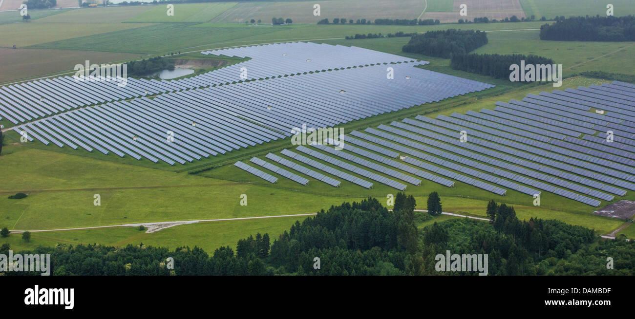 Su larga scala del sistema fotovoltaico, in Germania, in Baviera, Pocking Immagini Stock