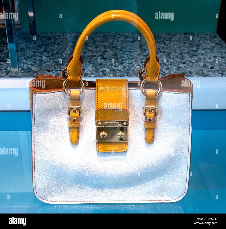 Borsetta Miu Miu ( Prada ) Monaco shop Riviera francese della casa di moda italiana in Italia Immagini Stock